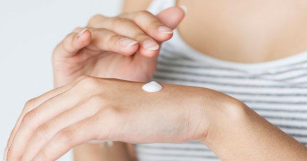 hogyan kell piros foltokat kenni a kezeden krém a nemi szervek pikkelysömörére