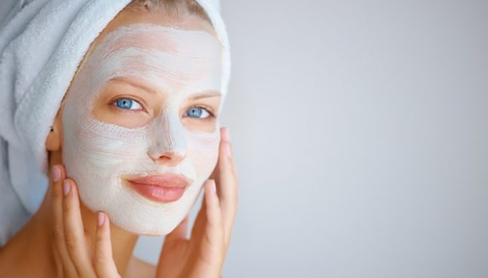 hogyan lehet megszabadulni a vörös folttól az arc kopása után)