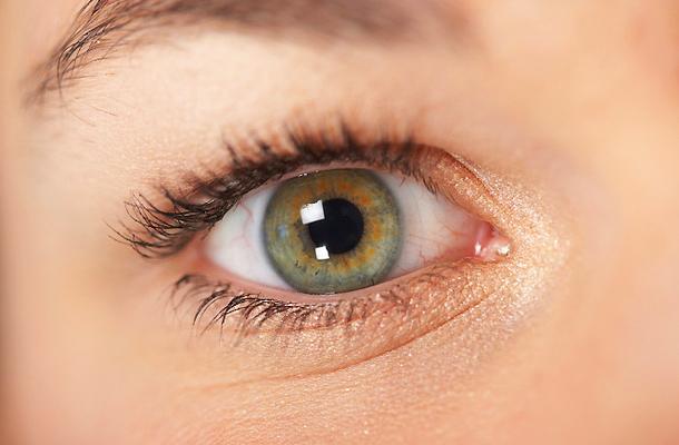 hogyan kell kezelni a szemhéj vörös foltját