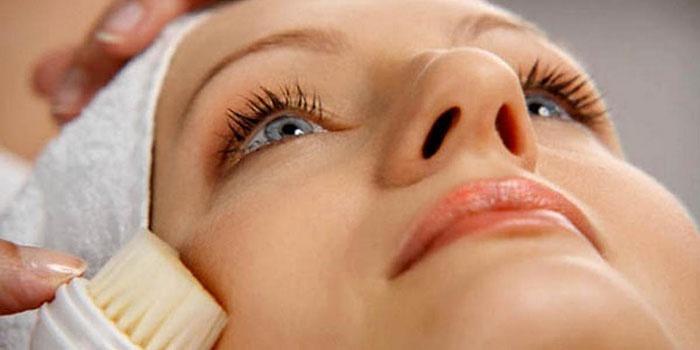 pikkelysömör kenőcs kezelés miért fürdés után a bőrt vörös foltok borítják