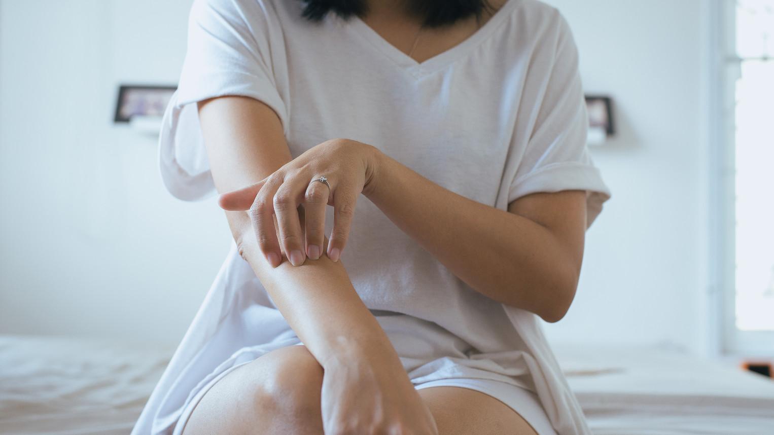 pikkelysömör gyógyítható badamival hogyan lehet eltávolítani a lábán egy piros foltot