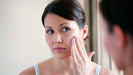vörös foltok jelentek meg az arcán és viszket napraforgóolaj pikkelysömör kezelése